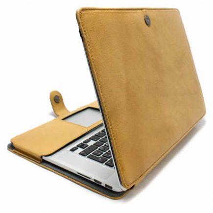 Étui en cuir macbook, Natural, Fait à la main par Nicola Meyer