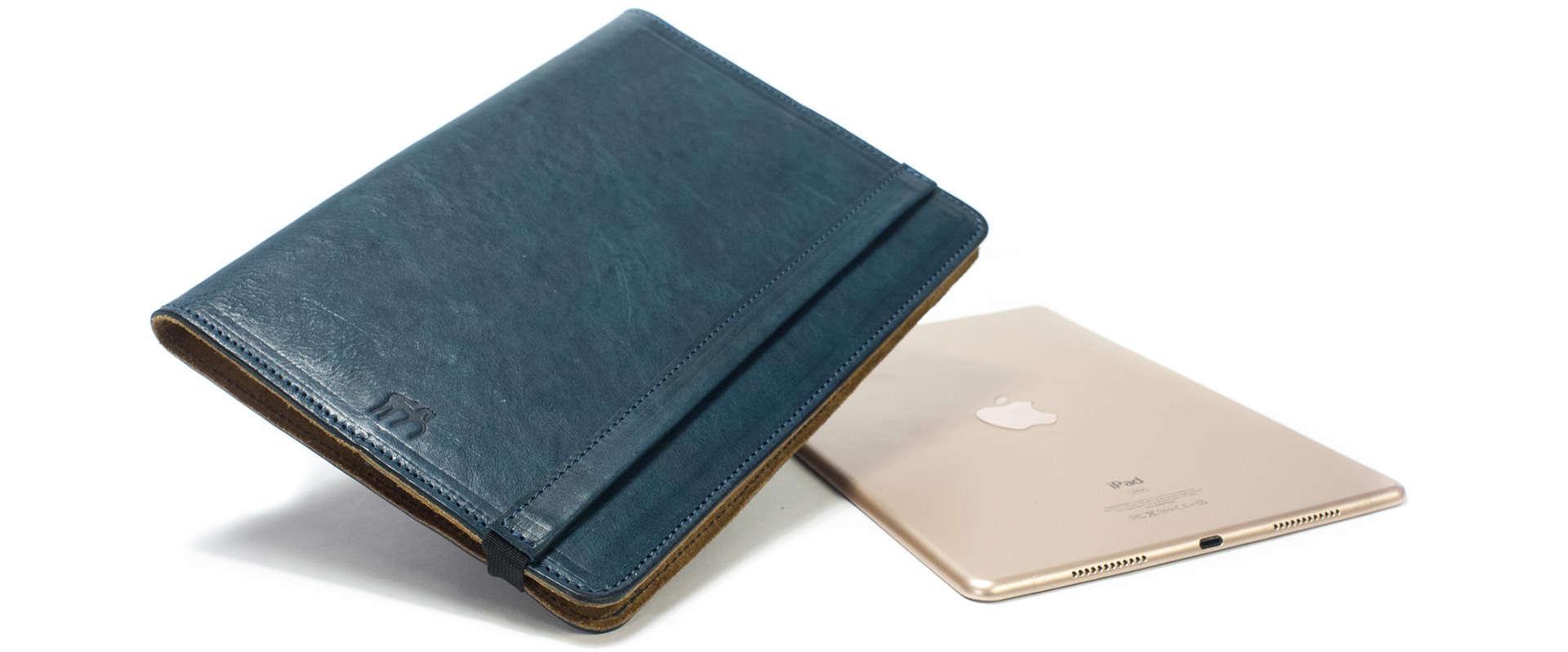 iPad Pro 9,7 Leather Cover Portfolio, Petroleum Blue, Close